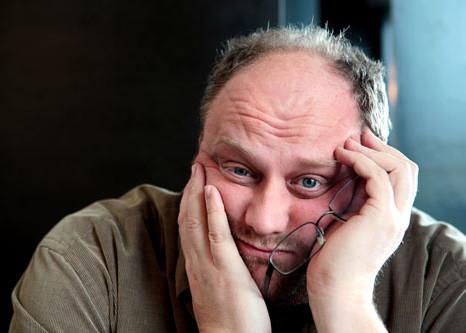 """Günther Lainer, bekannt aus der ORF Comedy-Show """"Was gibt es Neues?"""" und TV-Werbespots für das Lagerhaus gemeinsam mit Armin Assinger, ist ein lustiger Jongleur und begnadeter Wortakrobat."""